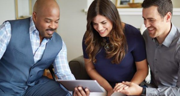 RE/MAX partners with online real estate brokerage Redfin