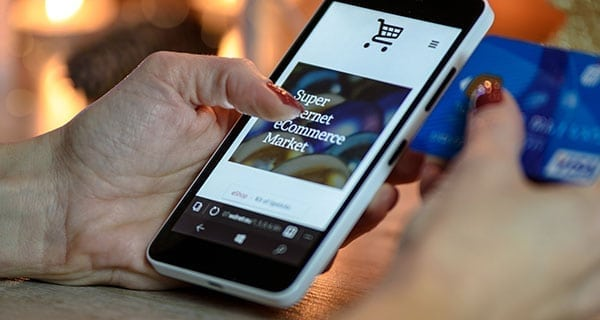 More Canadians shopping online for holiday gifts