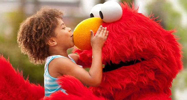 child kiss elmo sesame street sesame place